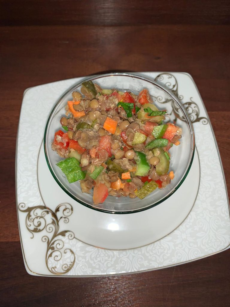 Bol Vitaminli Yesil Mercimek Salatasi nasil yapilir-kac kalori-nefis-kolay-puf noktalari-salata tarifleri-diyet-1001yemektarifi