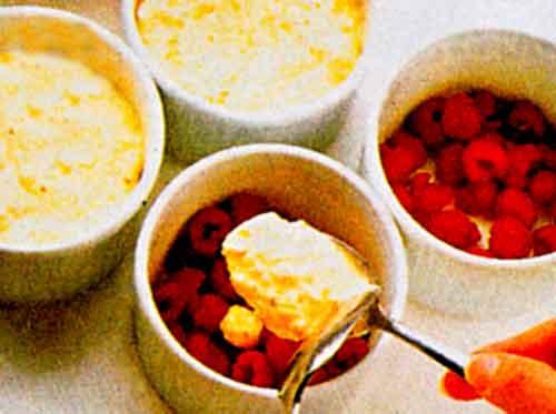 Nefis-Frambuazli-Sufle-Tarifi-kirmizi-Meyveli-Sufle-yspimi-kac-kalori-videolu-kolay-pratik-ev-yapimi-tarifleri-3