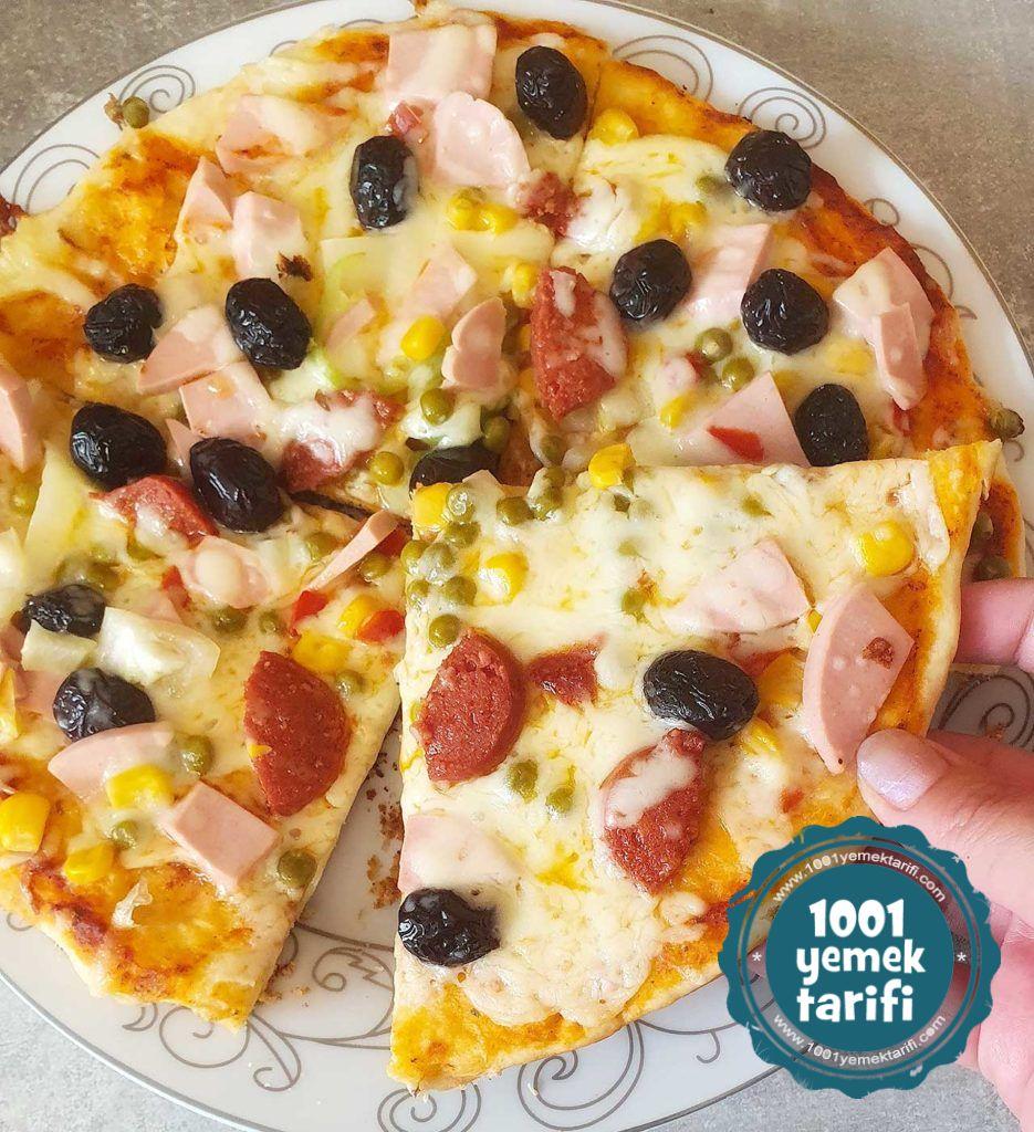 evde pizza tarifi-kolay pizza yapimi-karisik pizza nasil yapilir-kac kalori-nefis-evde tavada pizza tencerede